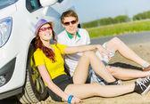 Couple near car — Stock Photo