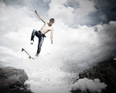 Tonåring på skateboard — Stockfoto