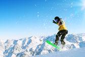 Snowboarder en salto — Foto de Stock