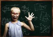 Slimme schoolmeisje — Stockfoto