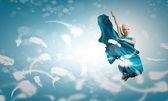 Mulher despreocupada de salto alto — Fotografia Stock