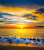 Colorful sunset over the sea — Stock Photo