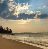 Sunset on Khao Lak beach in Thailand — Stock Photo