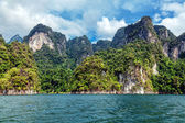 Cheo Lan Lake in Khao Sok National Park in Thailand — Stock Photo
