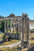 Temple of Saturn and Temple of Vespasian in the Roman forum. Ruins. — Stock Photo