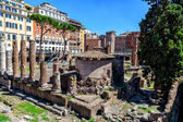 Archaeological excavations of ancient buildings in the center of Rome — Stock Photo