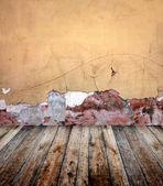 Stary pokój z sztukaterie ścian — Zdjęcie stockowe