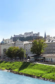 View of city salzburg and Salzach river, Austria — Foto de Stock