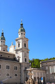 Famous cathedral and Residenzbrunnen fountain on Residenzplats, — Stock Photo