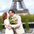 Just married couple is kissing near the Eiffel Tower — Stock Photo