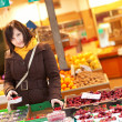 Beautiful young woman buying fruits at market — Stock Photo #12017357