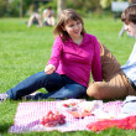 Young couple having a picnic — Stock Photo