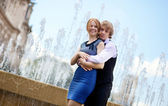 Young loving couple in Paris by the fountain — Stock Photo