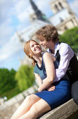 Young romantic couple enjoying warm sunny day in Paris, near the — Stock Photo