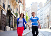 Dating couple walking on Montmartre. Paris, France — Stock Photo
