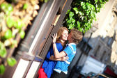 Dating couple kissing on Montmartre. Paris, France — Stock Photo