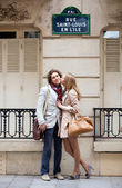 Romantic couple in Paris on the St. Louis island — Stock Photo