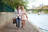 Romantic couple in Paris at the embankment — Stock Photo