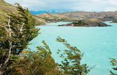 Scenic view of Pehoe lake and Pehoe hostel in Torres del Paine n — Foto de Stock