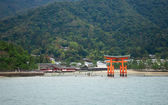 Beautiful view of Torii gate in Miyajima, Japan — Stock Photo