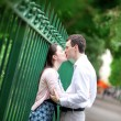 Kissing couple in Paris on the street — Stock Photo