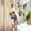 Romantic couple kissing on a street of Montmartre in Paris — Stock Photo