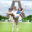 Closeup of happy positive couple having fun near the Eiffel towe — Foto de Stock