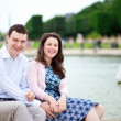 Laughing couple sitting by the water in Luxembourg garden of Par — Stock Photo