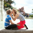 Kissing by the fountain in Paris — Stock Photo