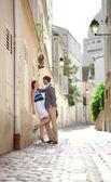 Romantic couple having a date at Montmartre in Paris — Stock Photo