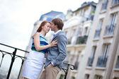 Beautiful couple having a romantic date at Montmartre in Paris — Stock Photo