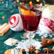 Glass of mulled wine and cookies — Stock Photo
