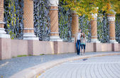 Couple walking by the beautiful grill of Mikhailovsky (Michael) — Stock Photo