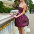 Beautiful young woman in Paris on the Pont Alexandre III — Foto de Stock