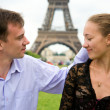Couple in love in Paris near the Eiffel Tower — Stock Photo