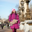 Happy tourist girl with funny bag in Paris on the Pont Alexandre — Stock Photo
