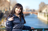 Portrait of beautiful brunette tourist in Paris at spring — Stock Photo