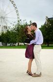 Romantic couple in Paris kissing near big dipper — Stock Photo