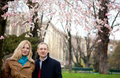 Happy couple in Paris at spring — Stock Photo