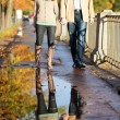 Dating couple and their reflection in a puddle — Foto de Stock