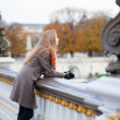 Beautiful young tourist in Paris on a fall or spring day — Stock Photo