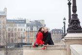 Beautiful romantic couple having a date in Paris — Stock Photo