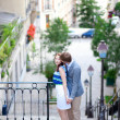 Beautiful romantic couple at the stairs on Montmartre in Paris — Stock Photo
