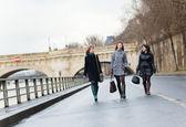 Three girls walking together in Paris — Stock Photo
