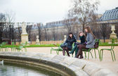 Three cheerful girls in the Tuileries garden — Stock Photo