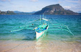 Outrigger boat near the shore on Palawan, Philippines — Stock Photo