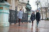 Three cheerful girls having fun together in Paris — Stock Photo