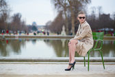 Beautiful woman in the Tuileries park — Stock Photo