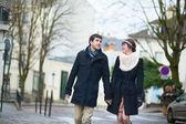 Happy couple having a walk in Paris — Stock Photo