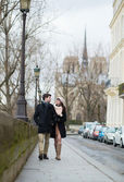 Young romantic couple walking in Paris — Stock Photo